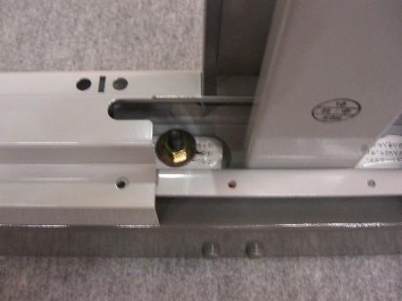 アンカーボルトの締め付けを組立て後に増し締めができるように土台部分に切り欠きを追加