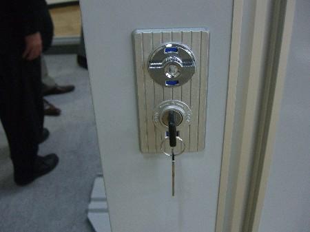 ガレーディアオプション用サイド扉の鍵部分