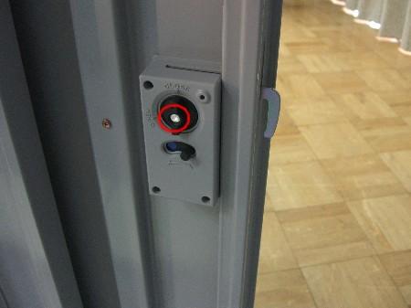 ガレーディアオプション用サイド扉の鍵を内部から撮影
